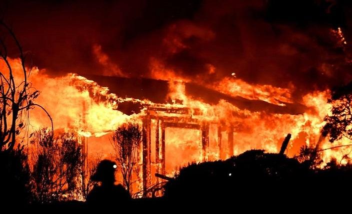 Resultado de imagen para continuan los incendios en california